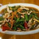 Pad Gra Tiam Prig Thai Hähnchen